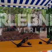 Armbrustschießen mit Marktstand im Oktoberfest-Design von Erlebnisverleih.de