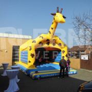Spielmobil mit Giraffen-Hüpfburg