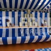 Der Klassiker! Dosenwerfen mit Marktstand im Oktoberfest-Design von Erlebnisverleih.de